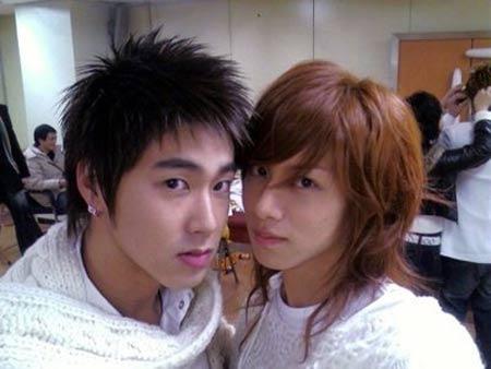 ユノとヒチョル兄さん。