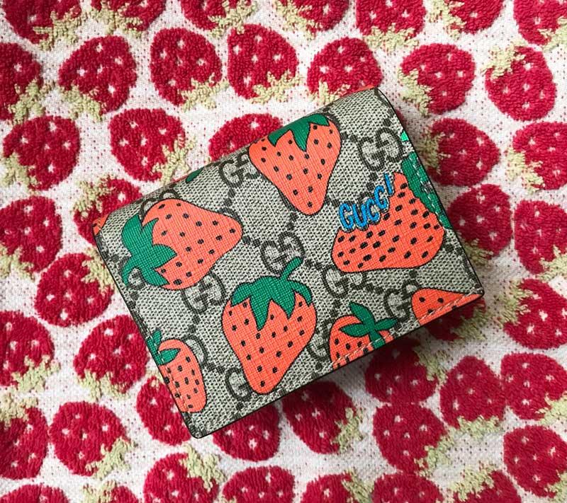 GUCCIイチゴのお財布